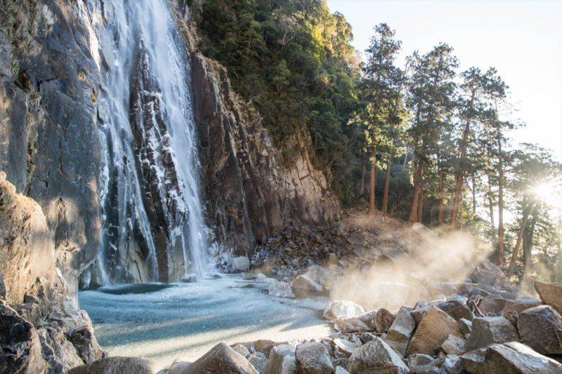 凍てつく那智の滝