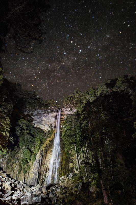 那智の滝と星空