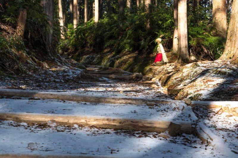 雪の道休禅門地蔵